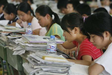 Kinesiske studenter pugger til GaoKao