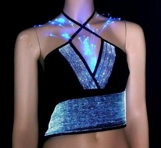 http://4.bp.blogspot.com/_-CDBOBdiku4/THf0r3ebbuI/AAAAAAAAAsw/0oc8yIn6xag/s1600/LCD-dress-005.jpg