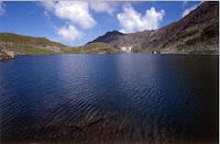 Peisaje cu lacuri din munti oasa