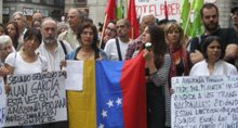con el pueblo hondureño y peruano en Barcelona