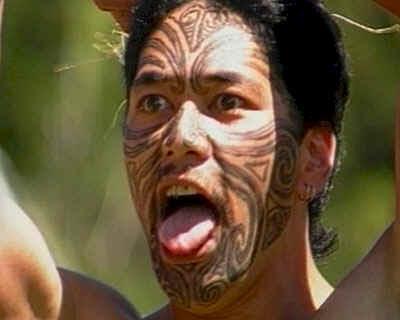 Resultado de imagen de los maoríes neozelandeses se decoran el rostro