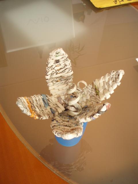 Flores de cester a de papel de peri dico imagui - Cesteria con papel periodico paso a paso ...