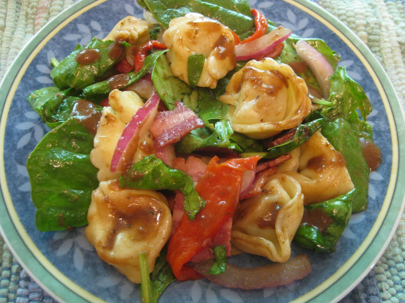 ... Mama Cooks: Tortellini Spinach Salad with Balsamic-Tomato Vinaigrette