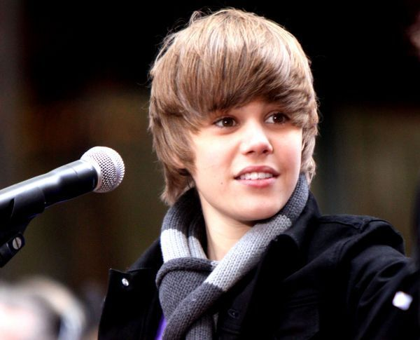 pictures of justin bieber smiling. tattoo Justin Bieber Wallpaper