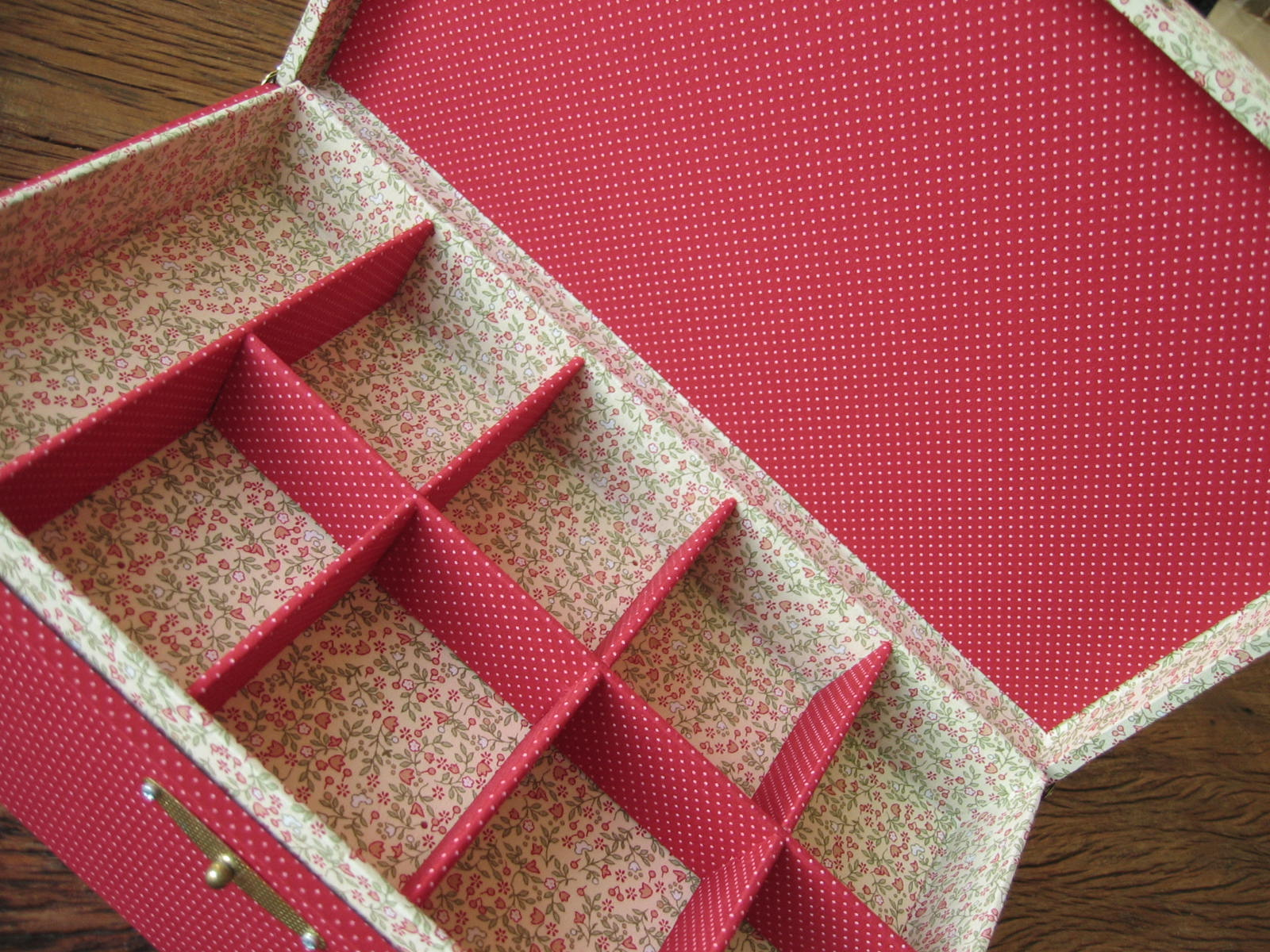 Pink Artesanato Olá todos ! essa é uma caixa de bijoux de madeira  #9D2E3C 1600x1200
