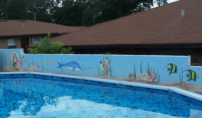 Wall mural behind pool...Florida