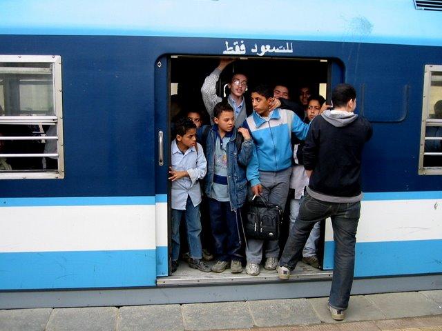 Niños en el metro.