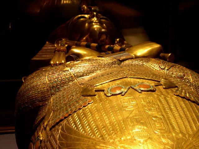 Tutankamón.