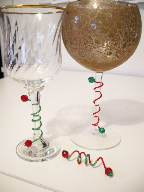 DIY Wine Gems, DIY Wine glass holder, DIY Wine glass decoration, embellished wine glasses, easy Christmas craft, Christmas wine glasses