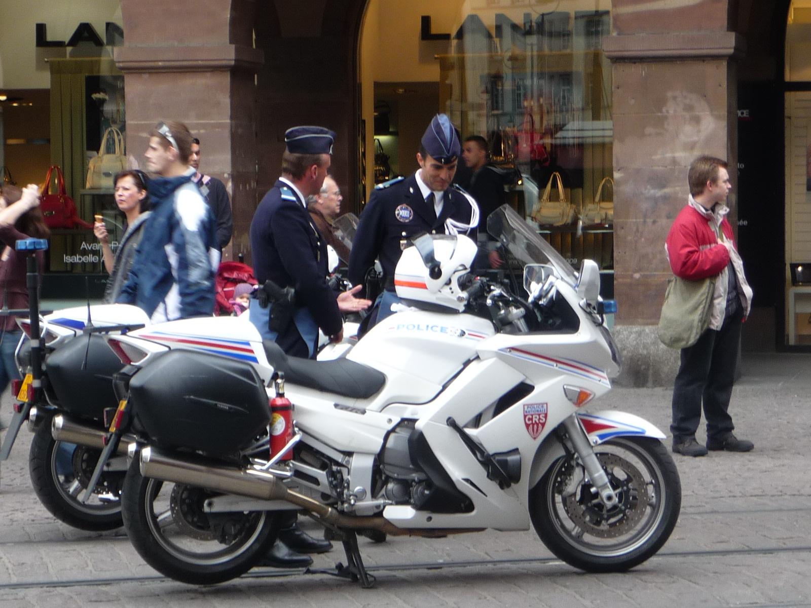 http://4.bp.blogspot.com/_-NpV0kv_j3k/SdZoOsDx7rI/AAAAAAAACf0/ZZPHrgewftM/s1600/police+otan+strasbourg+moto.JPG