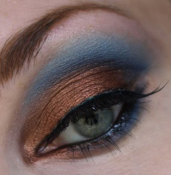 pictures of eyeshadow styles. Dark makeup styles.