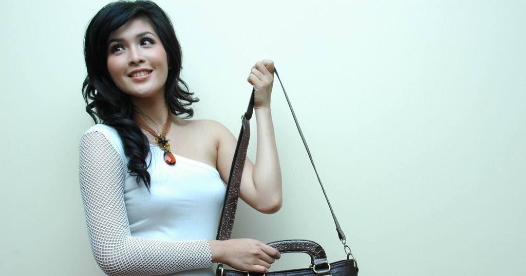 Beredar Foto Artis Sandra Dewi yang Bikin Ketagihan.