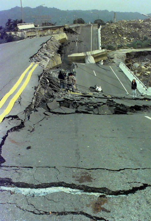 921 earthquake Earthquake: earthquake, any sudden shaking of the ground caused by the passage of seismic waves through earth's rocks earthquakes occur most often along geologic faults, narrow zones where rock masses move in relation to one another.