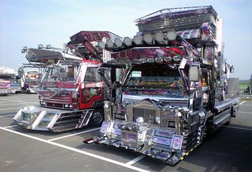 Well, ini foto-foto truk-truk aneh di Jepang diculik dari awesomenator ...