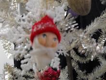 Sculpted Santa ornie
