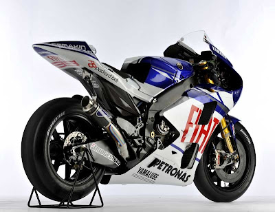 GEORGE LORENZO YAMAHA YZR M1 NEW SPECIFICATIONS