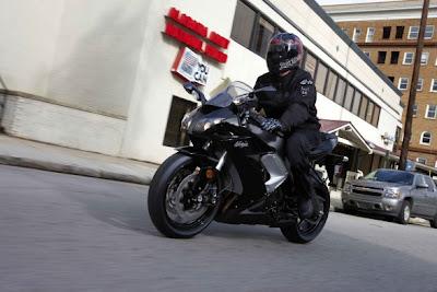 http://4.bp.blogspot.com/_-V0ufmlI15k/TOSYmDNF5PI/AAAAAAAADXY/1O7KuSjnpXA/s400/2009-Kawasaki-Ninja-ZX-10R-Front-Angle-588x392-01.jpg