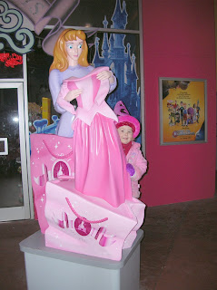 Top Ender with a Princess Aurora statue in Disney Land Paris 2007