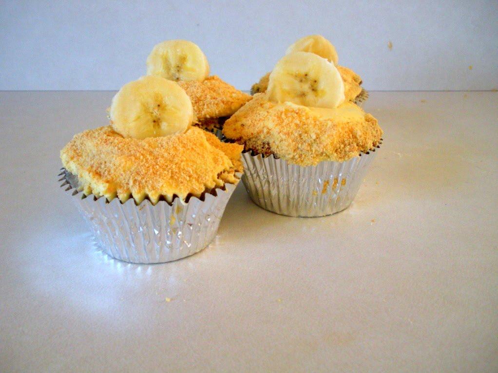 Adventures of a Blonde Baker: Banana Cream Pie Cupcakes