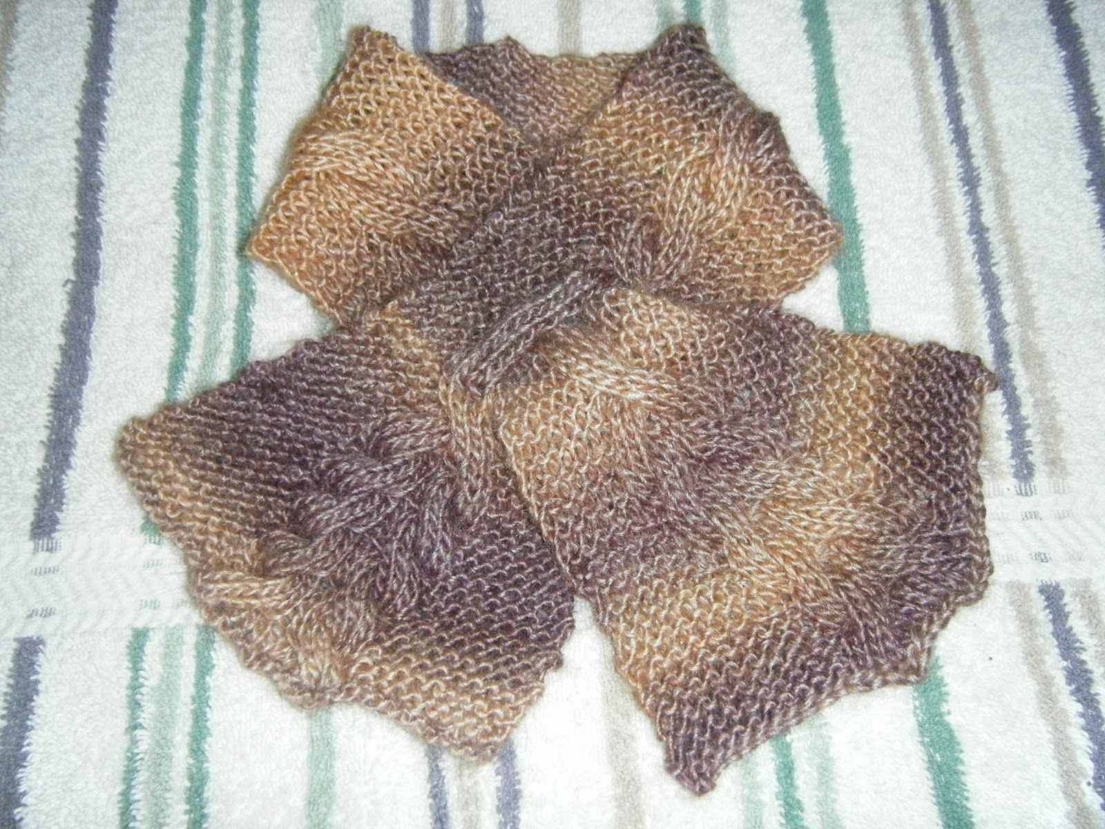 Knitting Pattern Keyhole Scarf : Suzannes Knitting and Spinning Blog: Two Cabled Keyhole ...