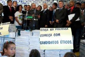 Projeto Ficha Limpa propõe ética na política