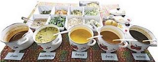 'เมนูของทางร้านขนมจีนบุฟเฟ่ต์จะมีอยู่ 5 ชนิดคือ น้ำยาแกงเขียวหวาน, น้ำยาป่า, น้ำยากะทิ, แกงไตปลา และน้ำพริก