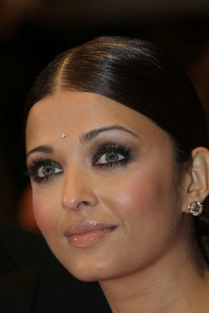 Aishwarya Rai in sari at Cannes 2010 Pictures