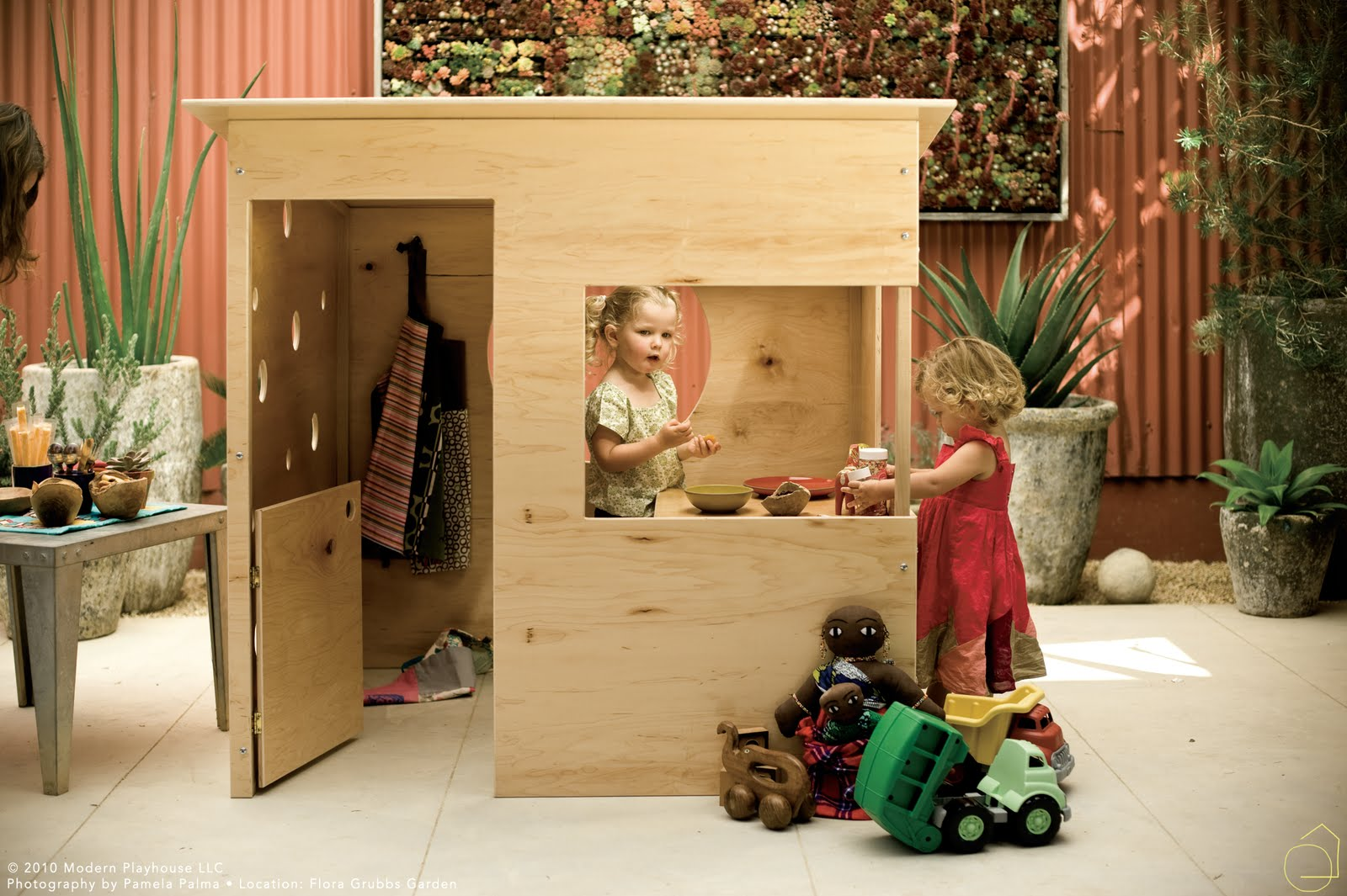 Plywood playhouses island atelier for Diy clubhouse