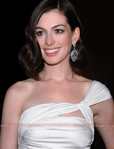 Anne Hathaway Wallpapers & Mini Biography