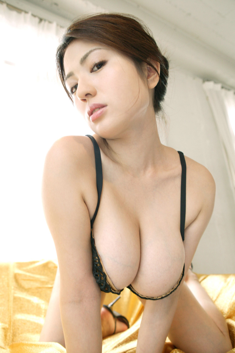 japanese artists model and celebrity japanese hot bikini