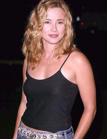 Linda cardellini boobs blogspot