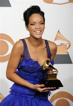 [capt.4573e2102aee4bee852abaff82a8f9f2.grammy_awards_press_room_cadb130]