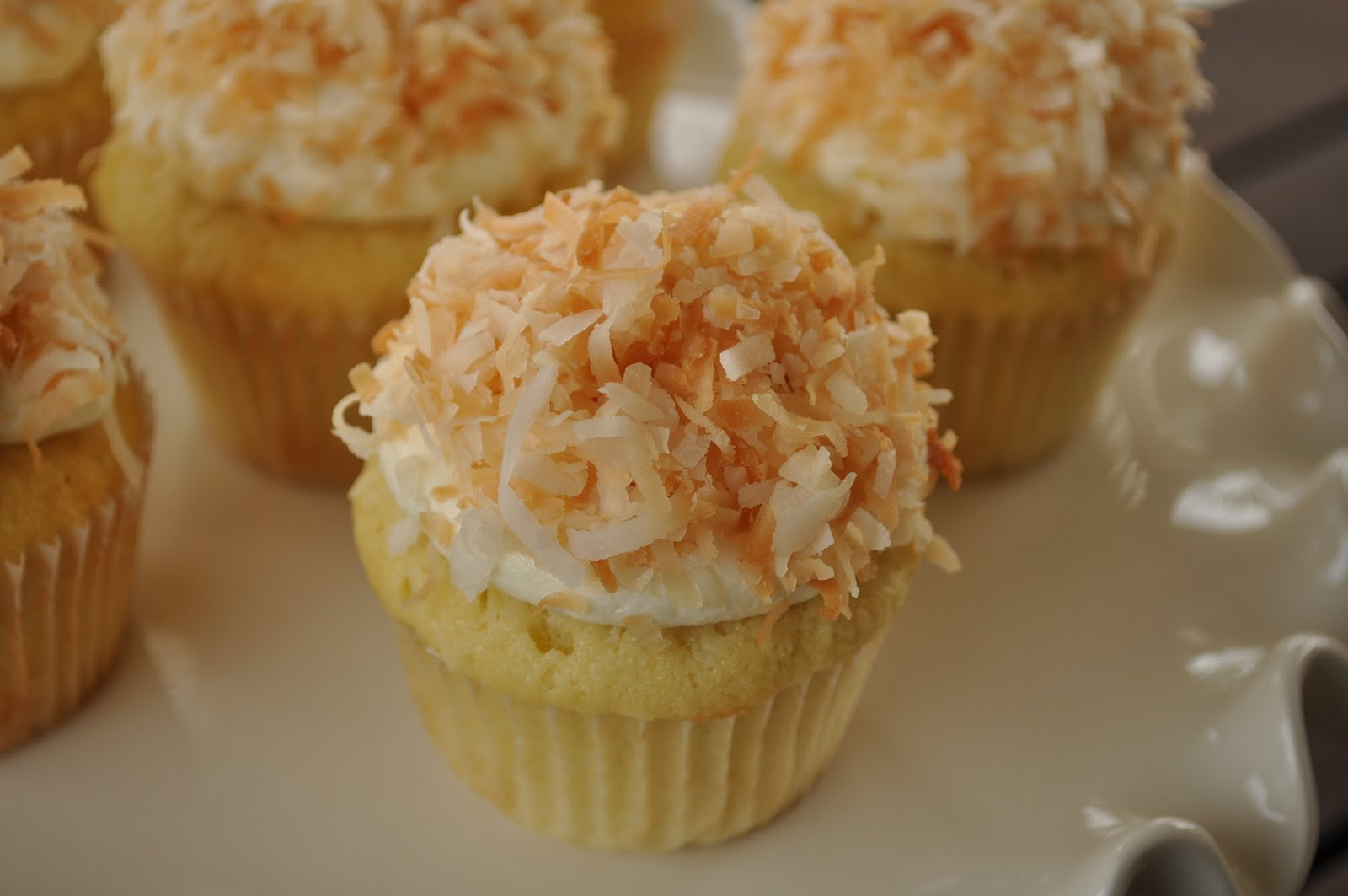 Sweetharts Cupcakes: Toasted Coconut Cupcakes