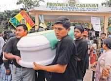 mientras Caranavi enterraba a sus muertos la marcha proseguía