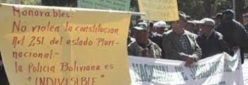 la policía boliviana ha salido a las calles. no aceptan que identificación se vaya
