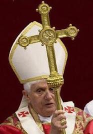 después de dos mil años la Iglesia está viva. tiene un jefe, un sitio, una doctrina