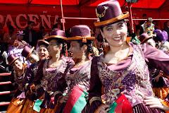 decenas de grupos de baile y varios miles de espectadores en el Gran Poder