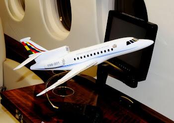 la trampa del Falcon de 40 millones. está arrinconado el avión de lujo en un hangar