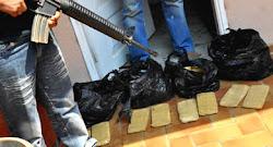 53 ladrillos de cocaína camouflada en piso tipo parqué