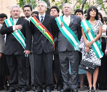 hubo gran civismo en los diversos desfiles de Santa Cruz con motivo de los 200 años del grito!!!