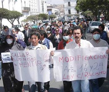 por lo ancho y largo de Bolivia los periodistas salieron a las calles para protestar