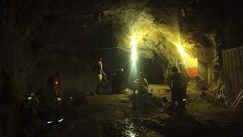 impresionante foto del interior de la mina San José de donde salieros los 33