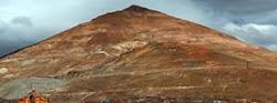 el autor opina que el Cerro Rico debe ser preservado tal cual es aún cuando el costo sea grande