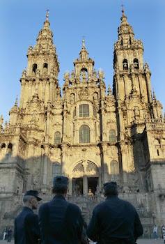 majestuosa la fachada de la Catedral de Santiago de Compostela