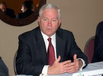 Robert Gates secretario de Estado para la Defensa de los EEUU concurre junto a otros 29 a SantaCruz