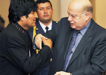 el funcionario principal de la OEA acaba de pronunciarse sobre los poderes de Hugo Chávez