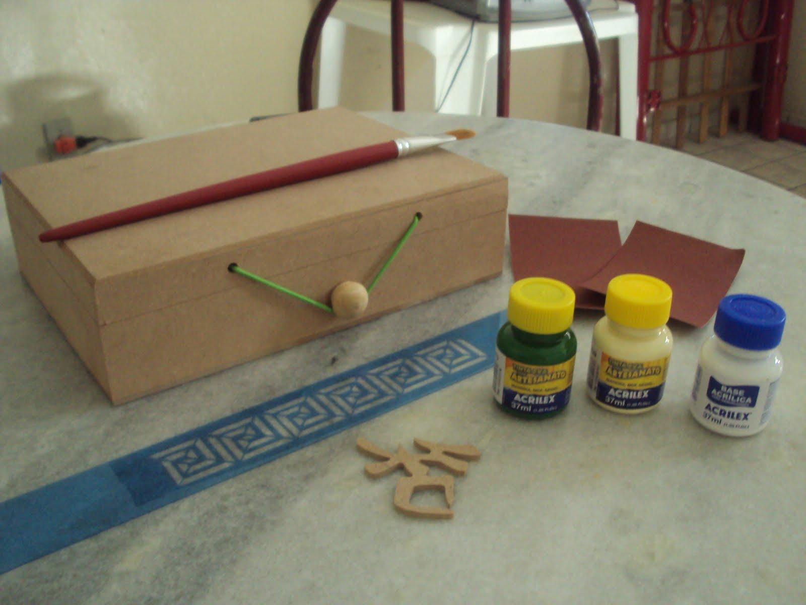 Lixe a caixa retire todo o pó com um pano seco e depois passe a  #2D4962 1600x1200