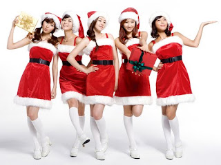 Download Christmas Girls Wallpaper