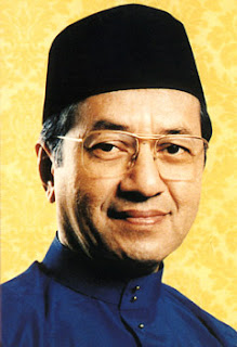 NAMA: Tun Dr Mahathir Mohamad TARIKH LAHIR: 20 Disember 1925 GELARAN