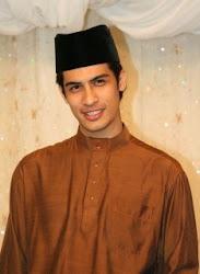 alahai sweet nyew calon menantu no.2 halimah & yusoff neh..=p